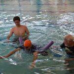 آیا شنا برای درمان اسکولیوز(کجی ستون فقرات) مفید است؟