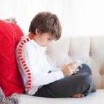 تشخیص و پیشگیری به موقع قوز کمر در اطفال و کودکان