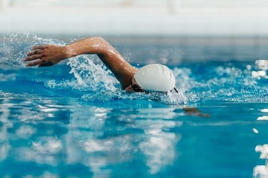 درمان اسکولیوز با شنا و ورزش در آب