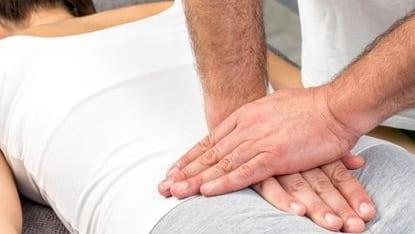درمان دستی درد دنبالچه