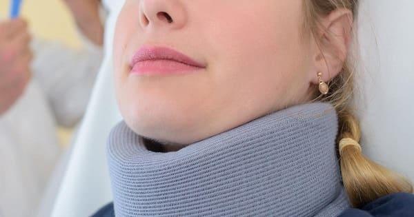 قرارگیری گردن یا کمر در وضعیت ناجور از علائم آسیبدیدگی ستون فقرات