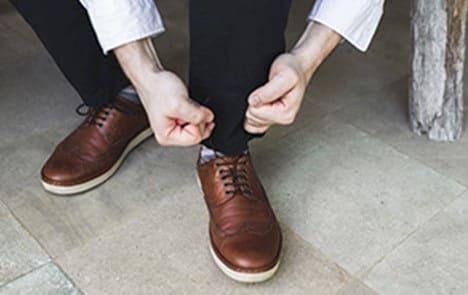 پوشیدن کفشهای حمایتی و متناسب برای اصلاح کف پای صاف