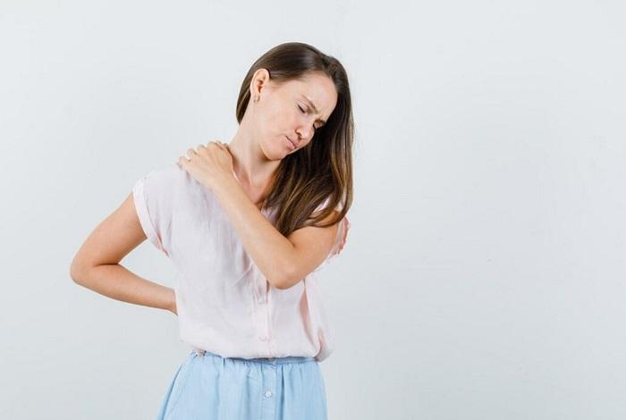 کمردرد التهابی چیست، چه علائمی دارد و چگونه درمان میشود؟