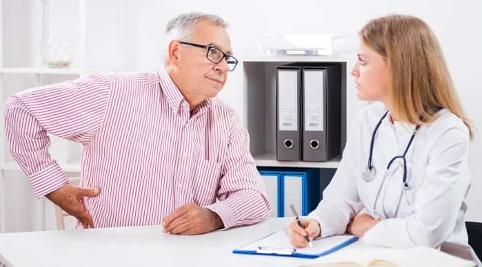 کمر درد چه علت و درمانهایی دارد؟ فیزیوتراپی کمر، دارو، آمپول